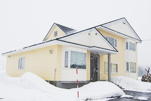 Makkari Yellow House Exterior